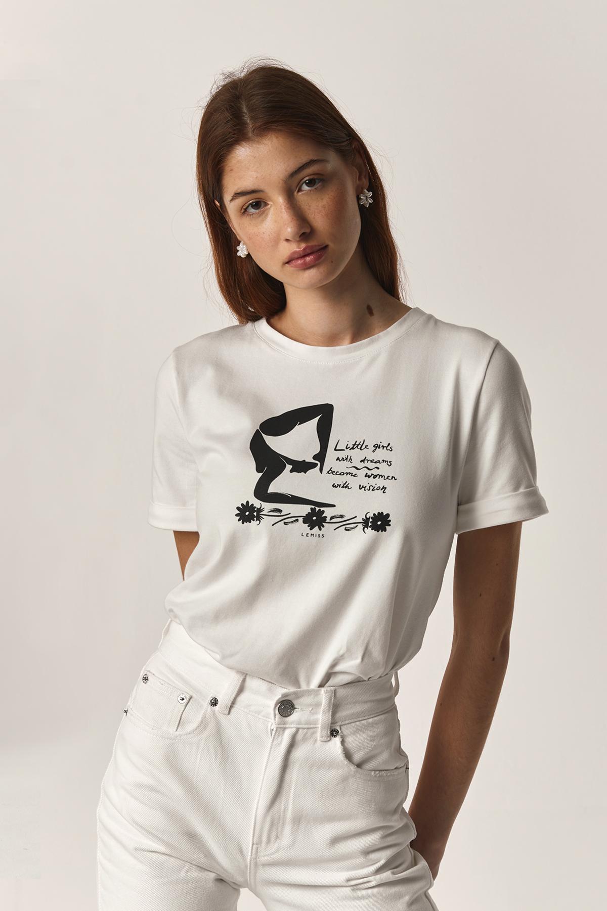 biała koszulka damska z czarnym nadrukiem